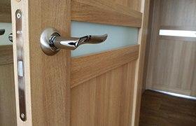 Как сэкономить при покупке межкомнатной двери