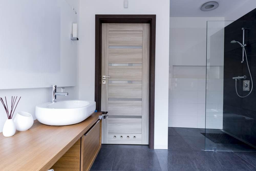Выбор дверей в ванную комнату